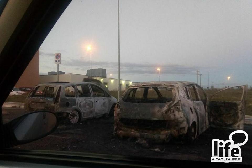 Auto in fiamme ad Altamura