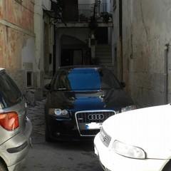 Parcheggi selvaggi e immondizia