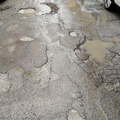 Buche e strade colabrodo