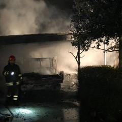 Incendio in una villetta di campagna, notevoli danni