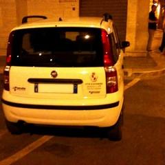 Auto parcheggiate nei posti riservati ai diversamente abili