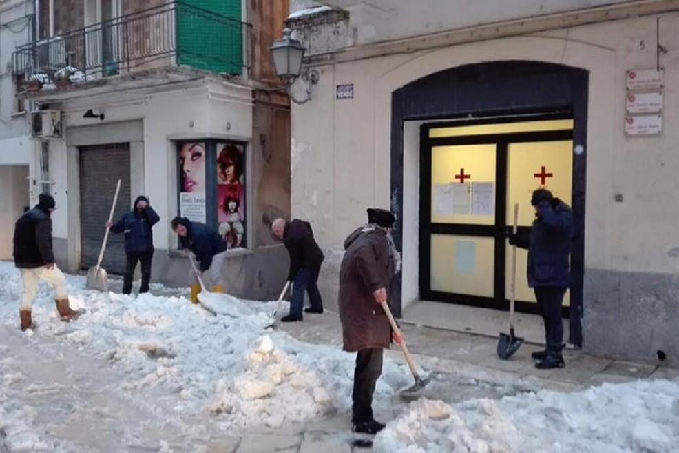 Giacinto Forte libera le strade dalla neve