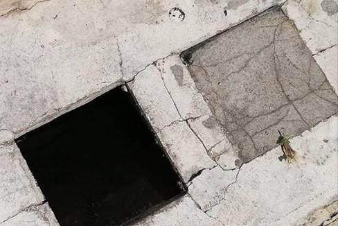 Cede una mattonella in Via Vittorio Veneto