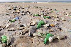 Puglia: rimandato il divieto di utilizzare plastica in spiaggia