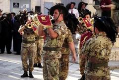 Autobus cittadini gratuiti per i militari, sigliato accordo tra Comune e Reggimento bersaglieri