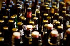 Musica nei locali e vendita di bibite e alcolici in lattine e bottiglia. Il sindaco emana un'ordinanza