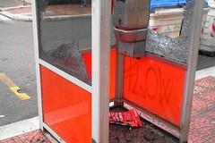 Atti vandalici contro le cabine telefoniche