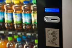 Regolamentati gli orari dei distributori automatici