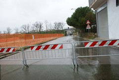 Strade allagate, un'auto rimane bloccata in via Pietro Colletta