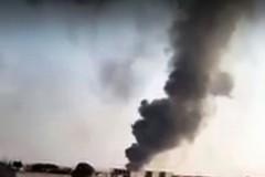 Incendio in azienda plastica, preoccupa la nube nera