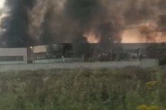 Pesanti danni per un capannone a Jesce a causa di un incendio