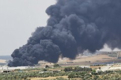 """Incendio alla discarica di Matera: """"diossine inferiori a soglia di contaminazione"""""""