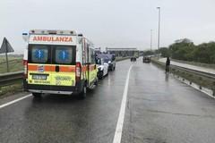 Paura sulla statale 96 per un incidente sotto la pioggia