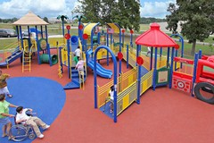 Un parco inclusivo in cui tutti possono giocare, senza barriere