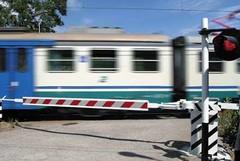 Casal Sabini, treno finisce contro un'auto