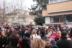 """Antenna Vodafone, protesta pacifica davanti alla scuola """"San Giovanni Bosco"""""""