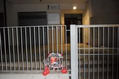 Sacche di sangue davanti all'Agenzia delle Entrate