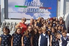 """Pollici in su per la performance del coro della """"San Francesco d'Assisi"""" all'evento """"Tutti a scuola 2017"""""""