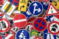 Lavori di manutenzione segnaletica stradale e impianti semaforici: aggiudicato l'appalto