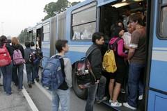 Affollati i bus degli studenti pendolari