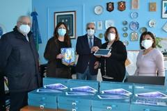 Rotary club dona 12 tablet al quinto circolo San Francesco
