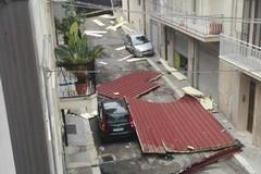 Maltempo: vola il tetto di una casa