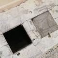 Cede una mattonella in Via Vittorio Veneto: paura per una ragazza