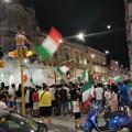 Azzurri in semifinale, bandiere a festa e fumogeni