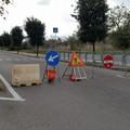 Manutenzione stradale in via Gravina, traffico in tilt