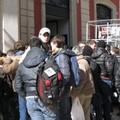 Gli studenti dell'Istituto Industriale protestano davanti al Palazzo di Città