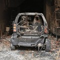 Incendio in un garage, distrutta un'auto