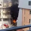 Due auto in fiamme, intervento dei vigili del fuoco