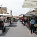 Natale al mercato in via Manzoni
