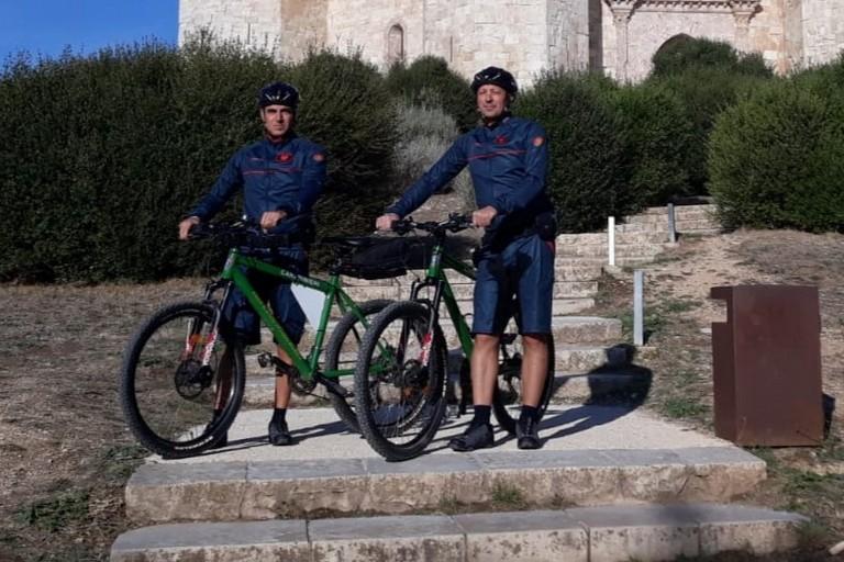 carabinieri in mountain bike