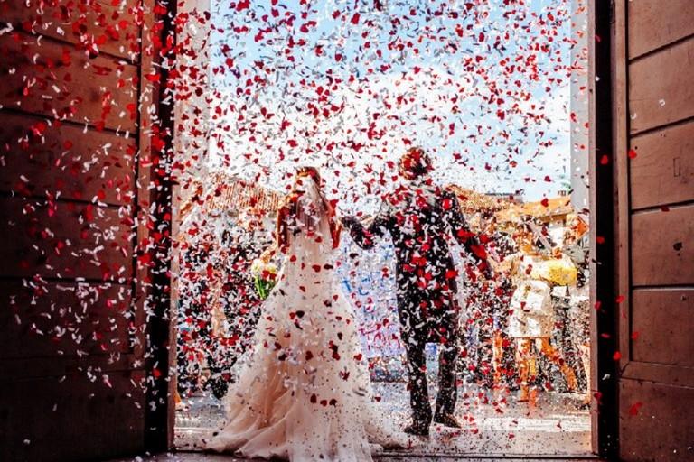 """No agli """"spara-coriandoli"""" per gli sposi in Cattedrale"""