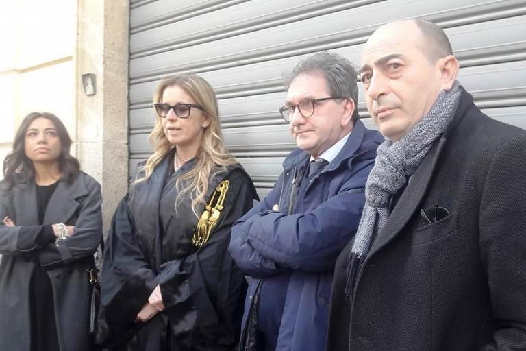 Solidarietà degli avvocati a Marco Colonna (2° da destra)