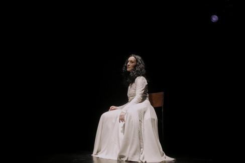 Corpi narranti, performance di Angela Calia nella grotta neviera di Masseria San Giovanni
