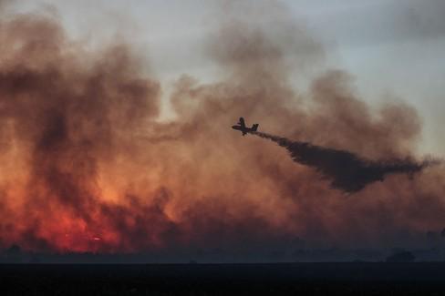 Canadair spegne incendio