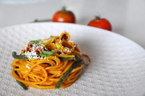 Spaghetto alla curcuma dello chef Jakopo Simone