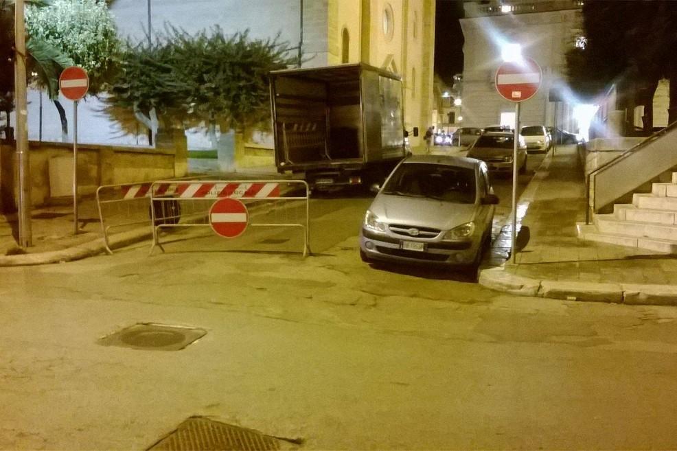 Atti vandalici in piazza zanardelli