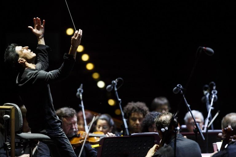 Ezio Bosso dirige orchestra - Foto Flavio Ianniello