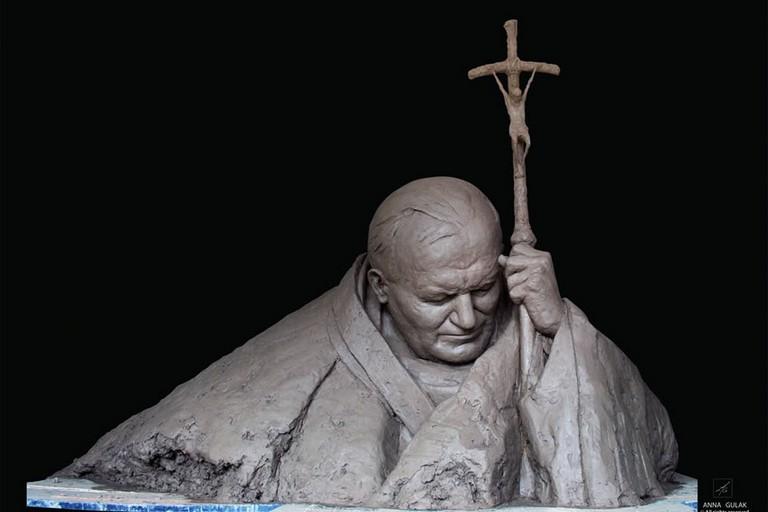 La scultura di Giovanni Paolo II di Anna Gulak
