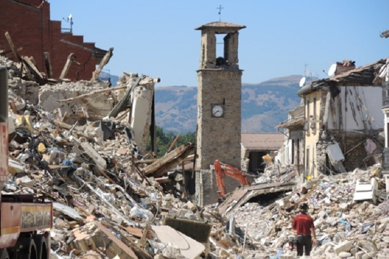 Scandalo terremoto: Giustino non ha mai riso sulla tragedia di Amatrice